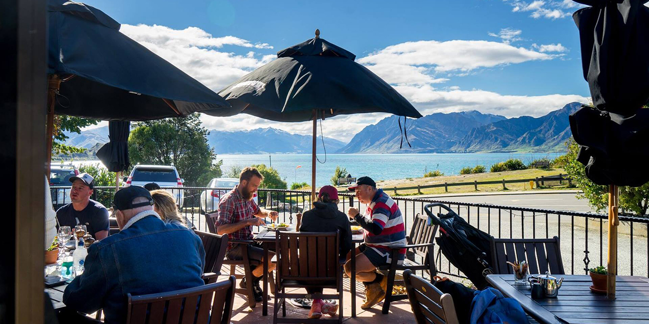Lake Hawea Hotel Restaurant 9