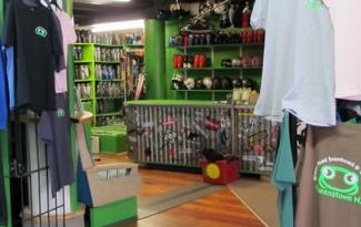 green toad snowboard and ski shop Queenstown