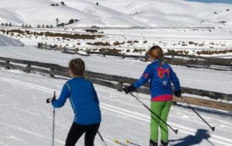 Kids cross country ski at Snow Farm