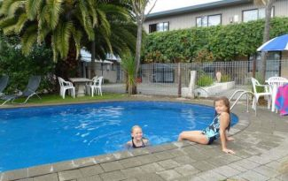 Nelson golden bay family accommodation kidz go new zealand for Appleby swimming pool timetable